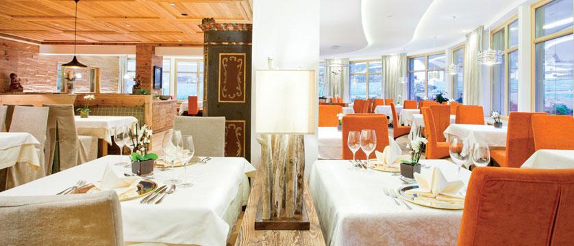 Hotel Rieser, Pertisau, Lake Achensee, Austria - Dining room details.jpg